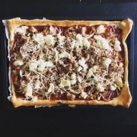 Pizza thon, tomate, oignons et ricotta
