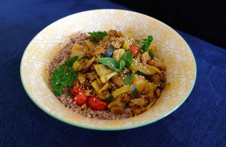 Couscous végétarien et légumes mijotés