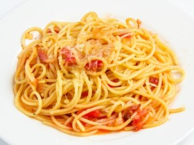 36325718 - pasta with bacon and tomatoes isolated on white background