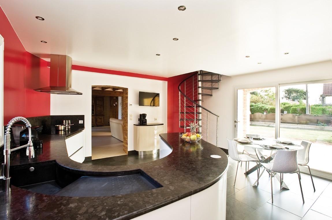 cuisines bicolores quelles couleurs choisir cuisines et bains. Black Bedroom Furniture Sets. Home Design Ideas