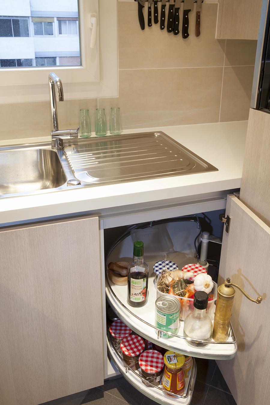 petite mais fut e cette cuisine. Black Bedroom Furniture Sets. Home Design Ideas