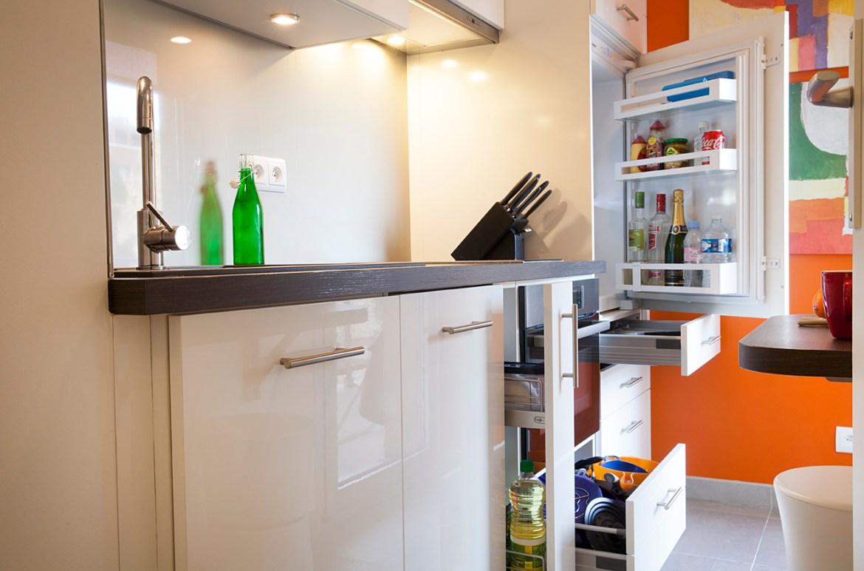 petite cuisine bicolore blanche et orange