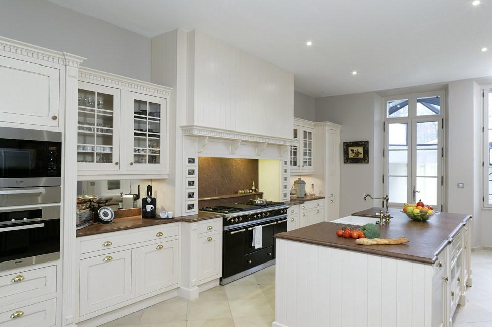 cuisine blanche d couvrez 5 mod les incontournables. Black Bedroom Furniture Sets. Home Design Ideas