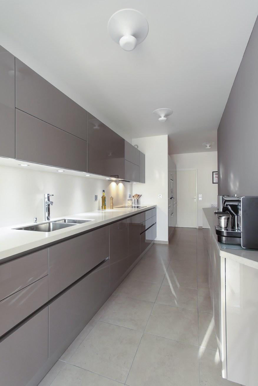 la cuisine couloir 10 exemples suivre cuisines et bains. Black Bedroom Furniture Sets. Home Design Ideas