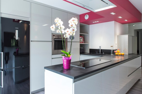 sous la lumi re cuisines et bains. Black Bedroom Furniture Sets. Home Design Ideas
