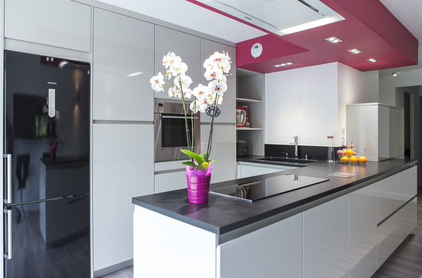 exploitation judicieuse du volume cuisines et bains. Black Bedroom Furniture Sets. Home Design Ideas