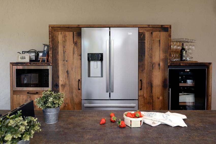 réfrigérateur incrusté bois industrielle