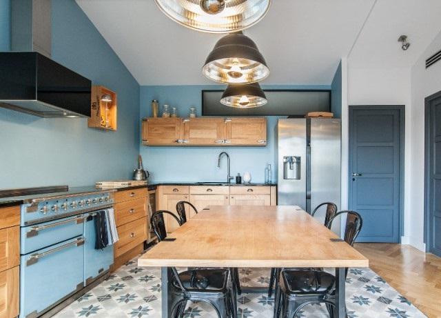 L arc en ciel des cuisines 7 mod les color s et for Cuisine bleu ciel
