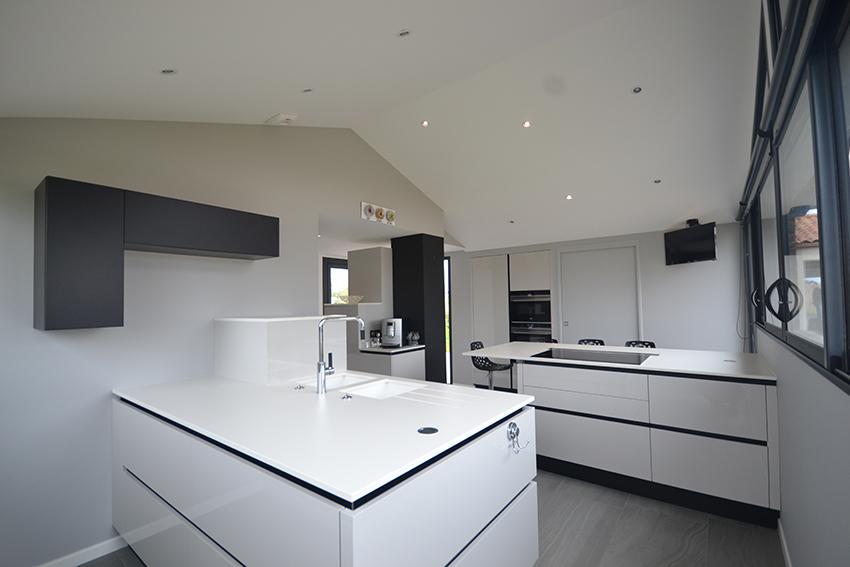 une r alisation sculpturale cuisines et bains. Black Bedroom Furniture Sets. Home Design Ideas