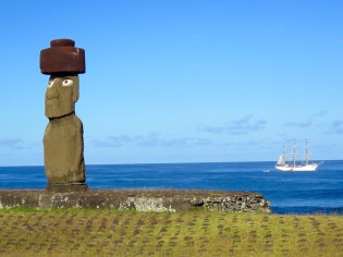 Easter Island–Ahu Tahai, large single Moai