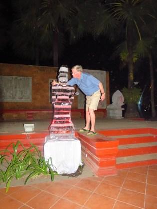 Siem Reap–Raffles Hotel d'Angkor Ice sculpture