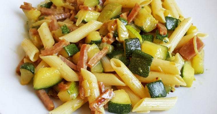 Pâtes aux courgettes, cancoillotte, jambon & curry
