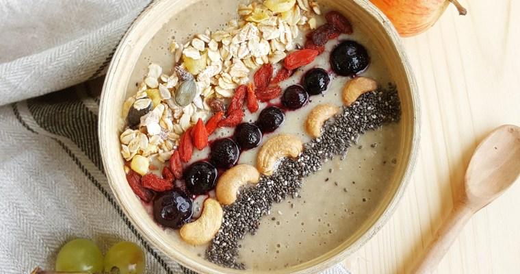 Smoothie bowl pomme, raisins blancs et kiwi