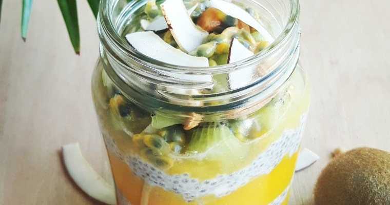 Pudding de chia tropical au coco, mangue, kiwi & passion