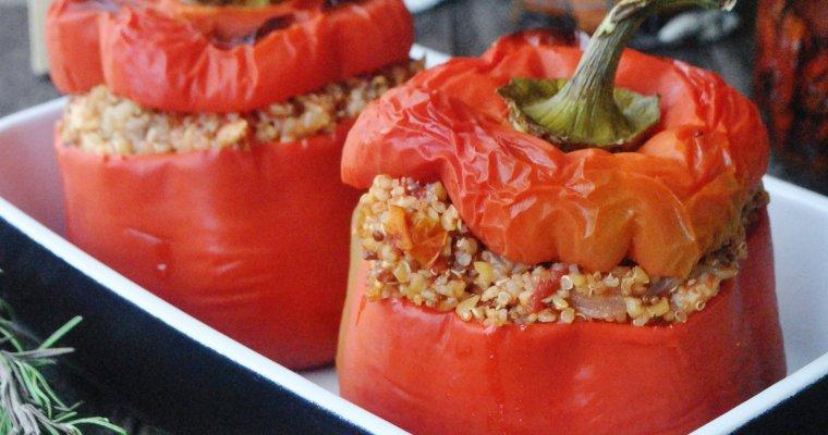 Poivrons farcis au boulghour, quinoa et tomates séchées