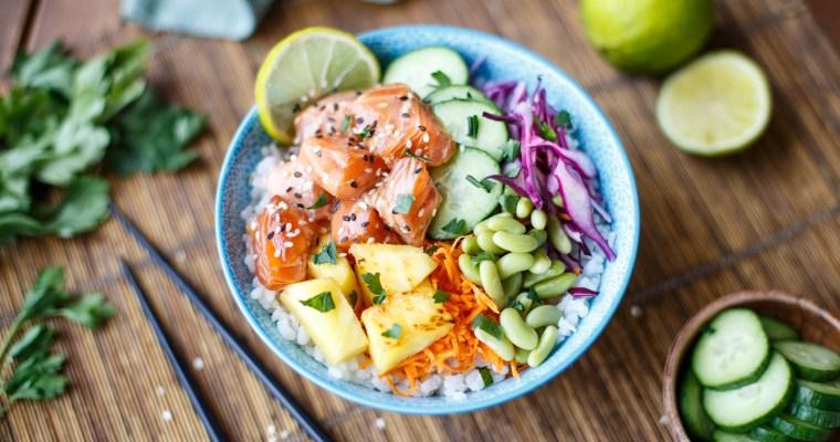 Poke Bowl au saumon, sésame et ananas
