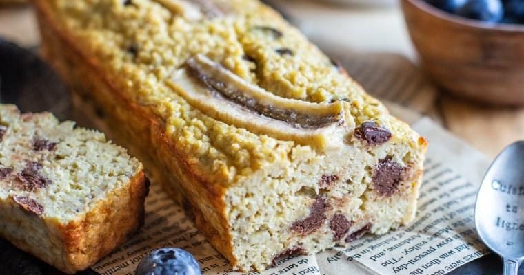 Cake à la banane, aux flocons d'avoine et aux pépites de chocolat