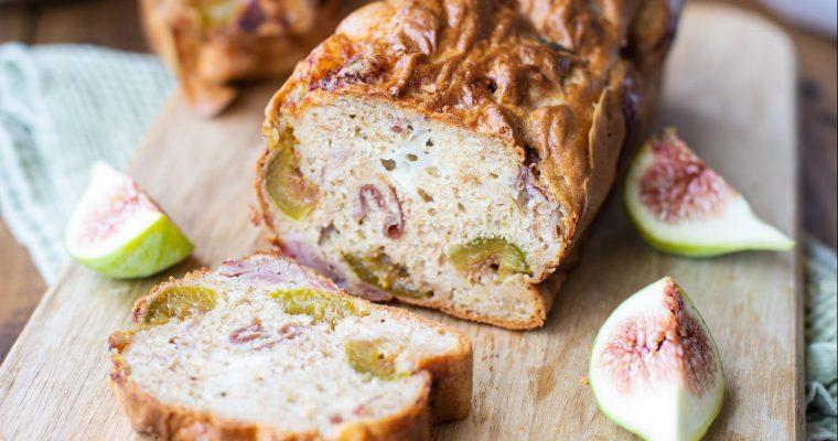 Cake salé aux figues fraîches, chèvre et jambon cru
