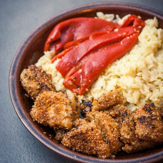 Riz pilaf à l'oignon et nuggets de seitan
