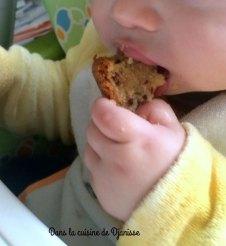 Vegan recipe : my 11th months old baby eating a yogurt cake