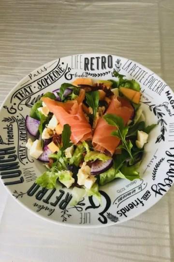 Salade estivale au saumon fumé