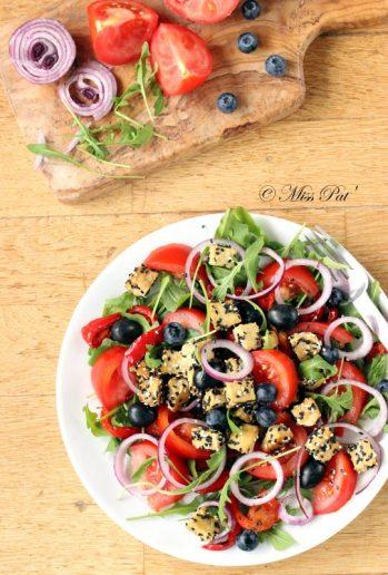 Salade au tempeh et aux tomates, et roquette misspat
