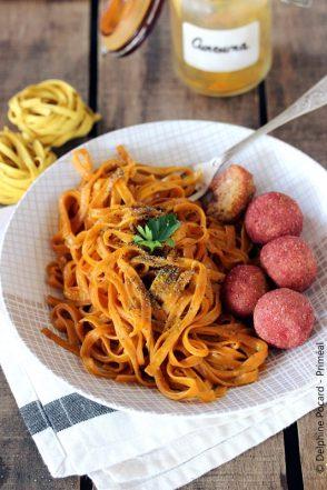 tagliatelles-curcuma-et-pavot-aux-boulettes-vegetales-primeal