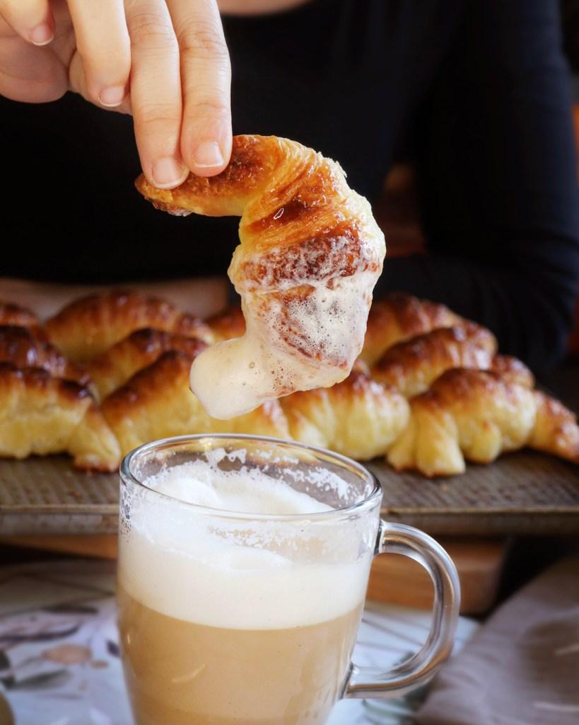 cafe con leche medialunas
