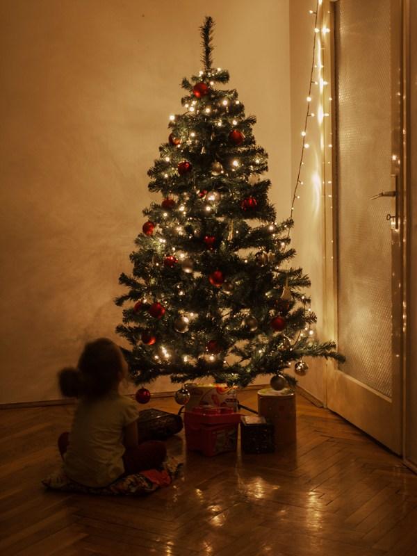 Božićno drvce i dijete