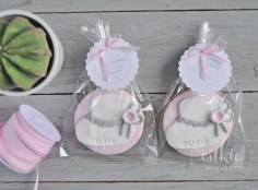 Galletas decoradas para bautizos y bebés - Modelo patuco de niña