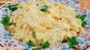 Macarrão cremoso com queijo e milho