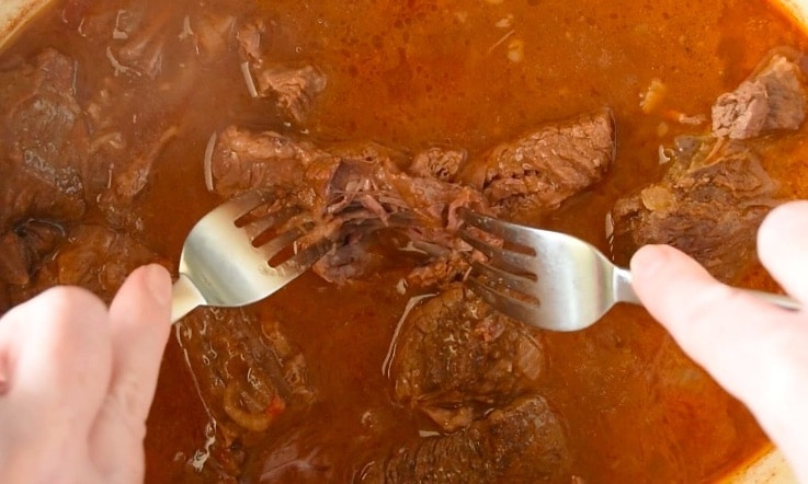 2 forks shredding cooked beef chuck roast