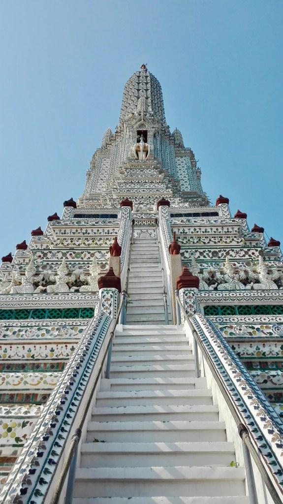 Eine_lange_Treppe_zum_Gipfel_der_Schönheit