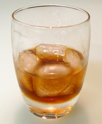 black russian cocktail with vodka and coffee liqueur (kahlúa)