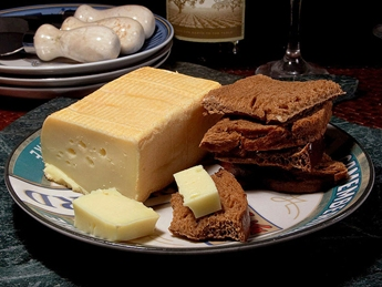 Limburger cheese and crackers