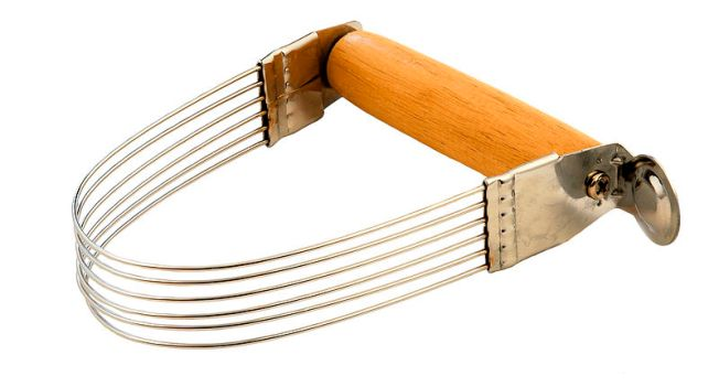 Pastry blender or pastry cutter (dough cutter)