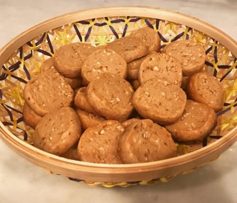 Hazelnut shortbread cookies with almonds