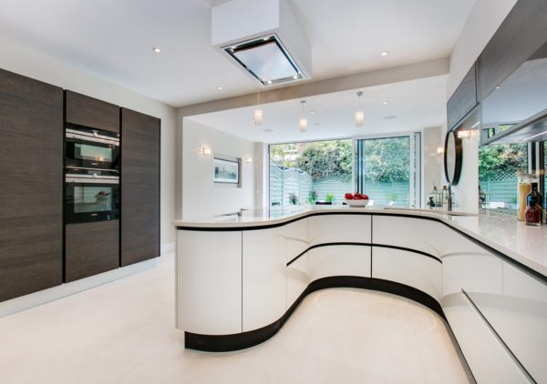 A classic contemporary Fulham Townhouse kitchen designed by Nicola Scannell Design and Home Staged by Cullum Design | London UK
