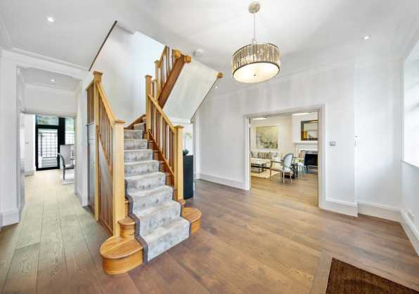 a-large-house-in-wimbledon-home-staged-by-Cullum-Design-London-UK-6
