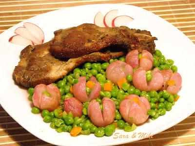 Ceafa-de-porc-cu-garnitura-de-ridichi-si-mazare-1