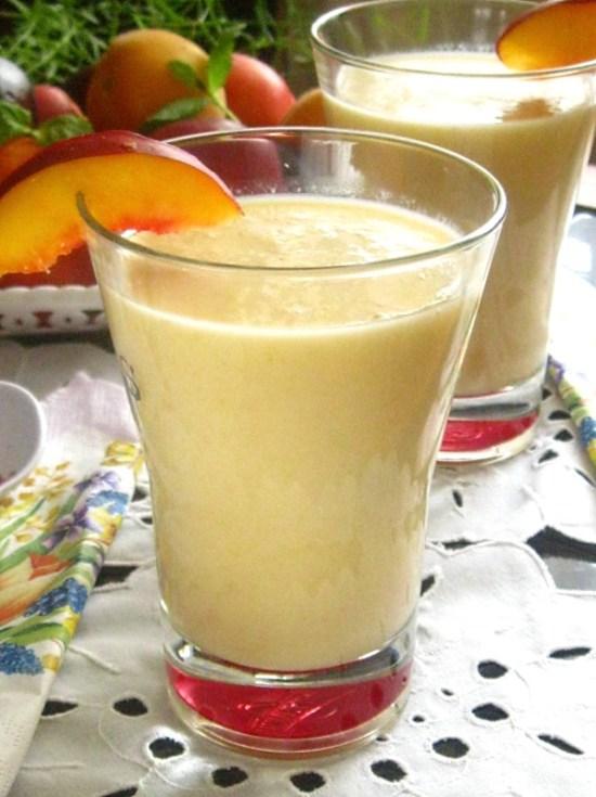 Smoothie cu pepene galben, piersici si banane-0