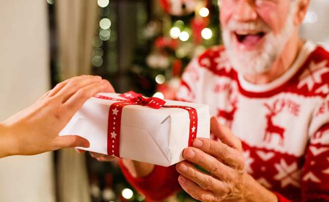 11 Easy Gift Ideas For Seniors