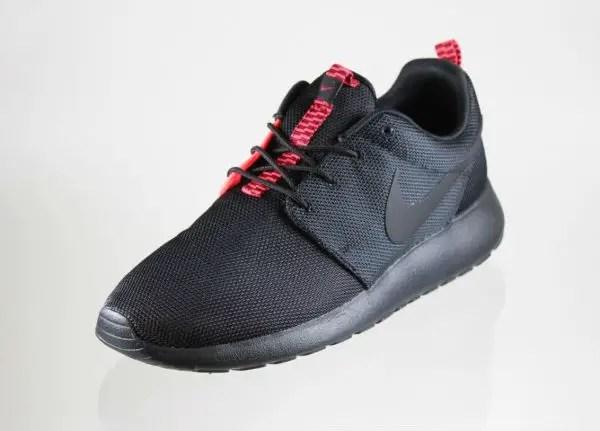 Nike Roshe Run Black/Atomic Red