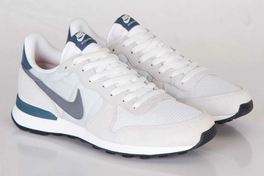 nike internationalist light base grey