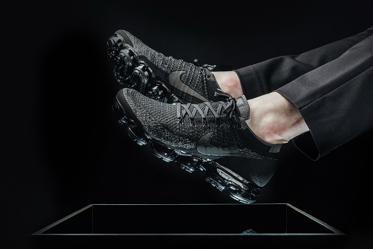 blacked out vapormax