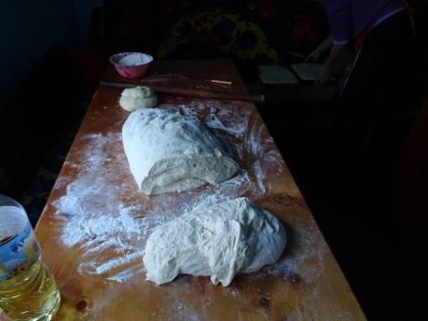 Fabrication de Cozonac, pain brioché de fête
