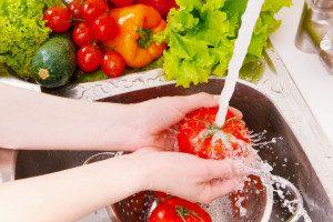 Lavar o tomate pode não tirar nenhum resíduo de agrotóxico.