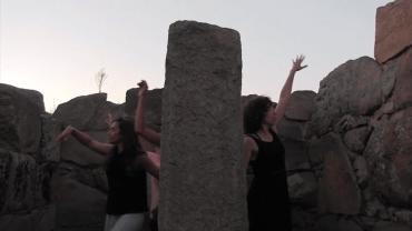 Danzando en el yacimiento arqueológico Hijoviejo de Quintana de la Serena
