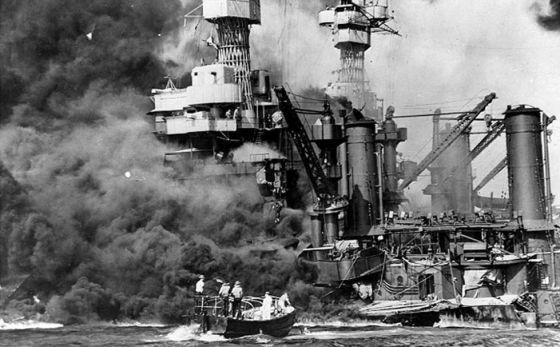 Imagen de Pearl Harbor tras el ataque.