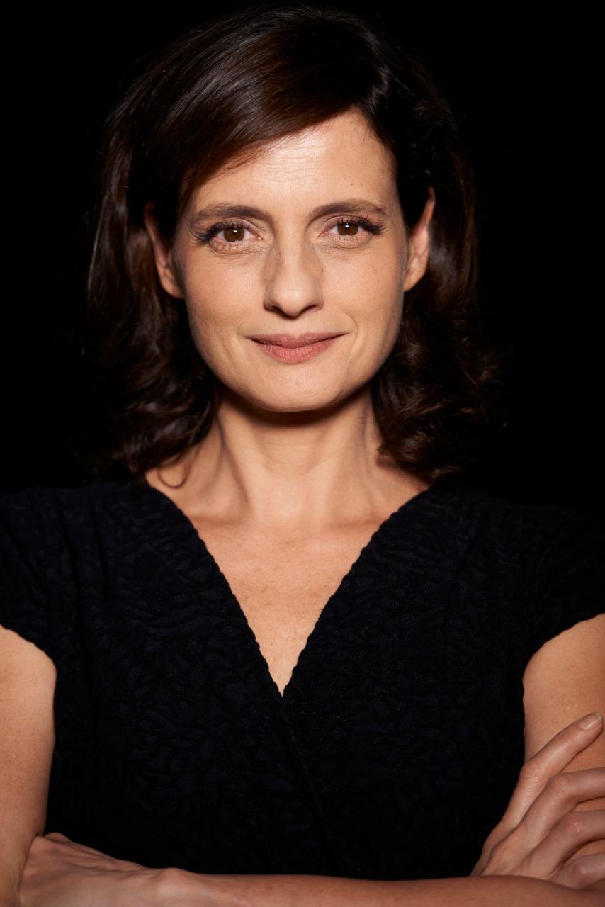 Denise Fraga interpreta Galileu Galilei em performance no Dramaturgia  EnCena - Foobá!